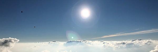 Über dem Wolken